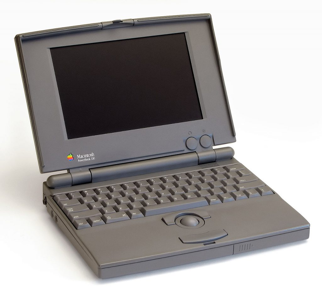 1280px-Powerbook_100_pose