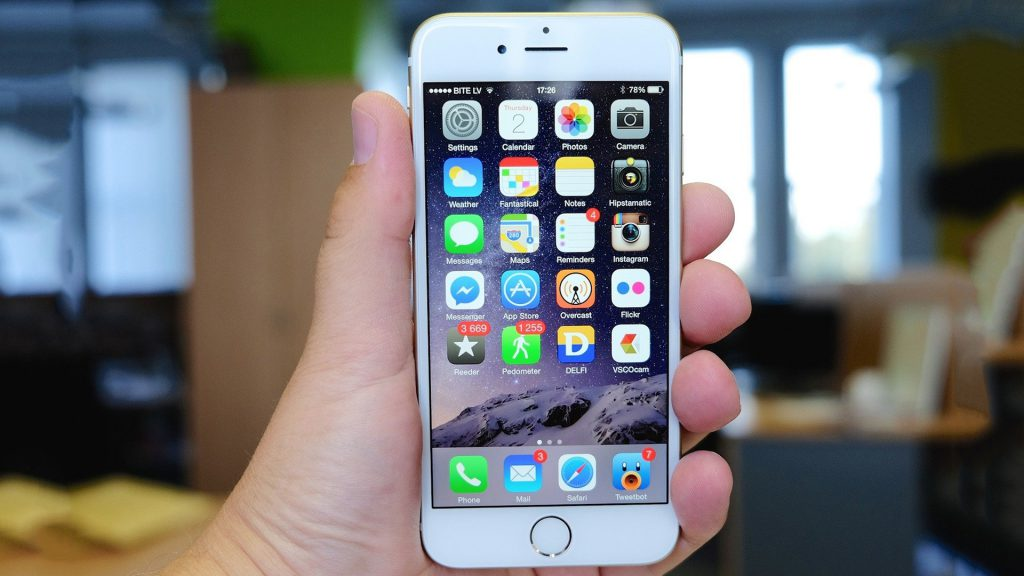 iphone 6 in the hand