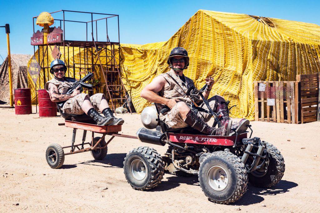 Пустынный квадроцикл с прицепом