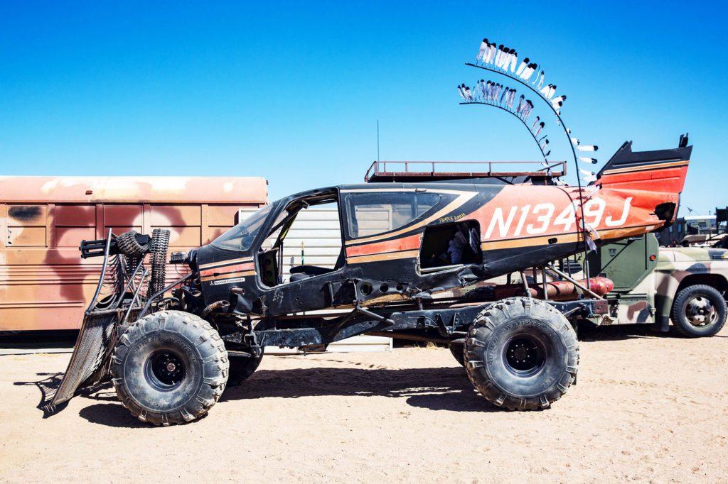 2 пулемета Гатлинга, отбойник для коров, рама грузовика и кузов от лёгкого самолета. Машину признали лучшей на шоу.