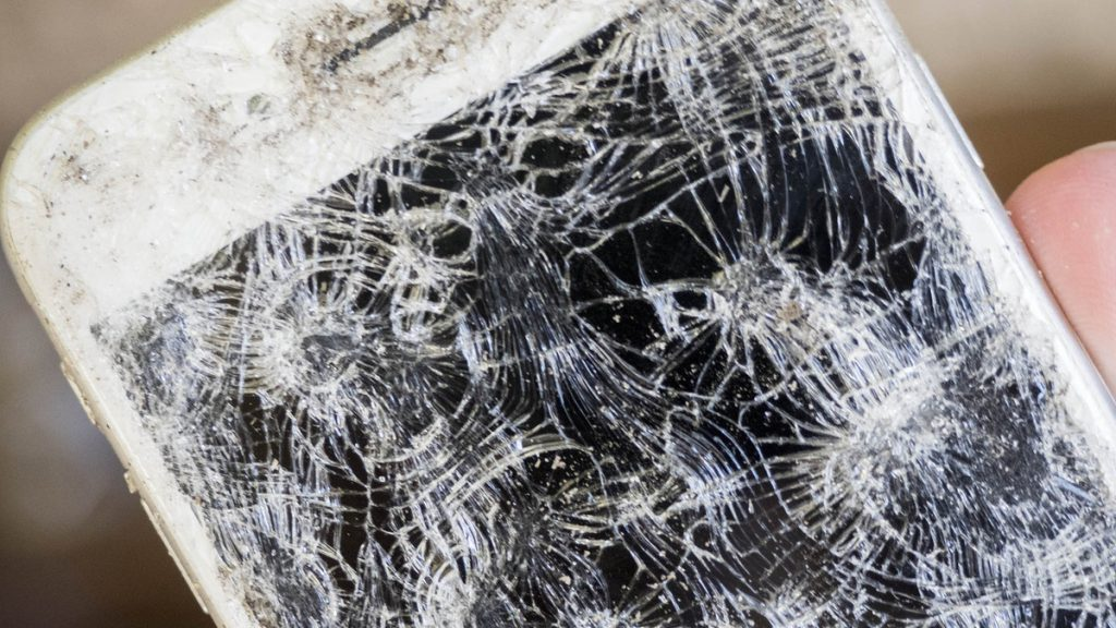 cracked-shattered-destroyed-iphone6s-screen-hero