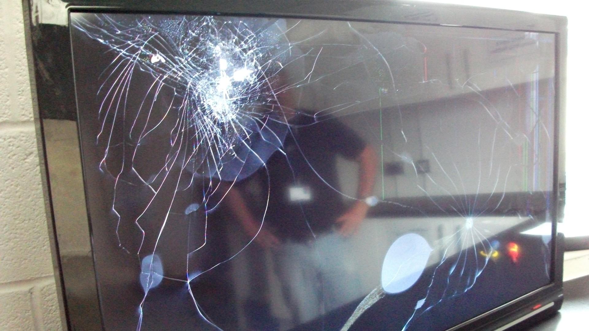 Как сделать разбитый экран на телевизоре
