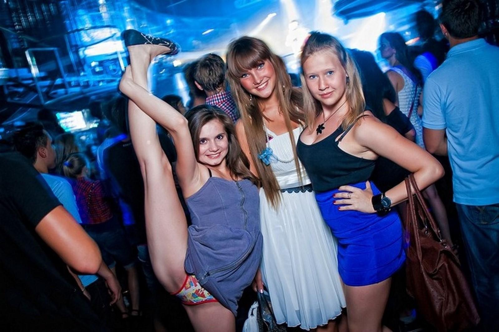 Пьяная гибкая русская девушка