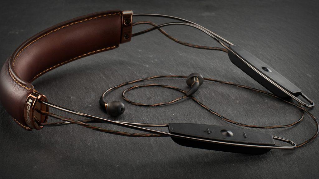 x12-neckband-lifestyle-3