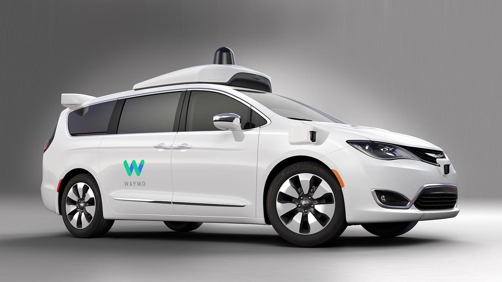 Беспилотные автомобили Waymo терроризируют тихую улочку Сан-Франциско