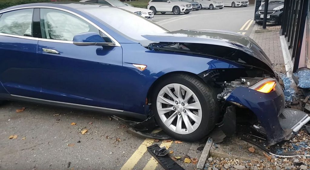 tesla-crashed-6