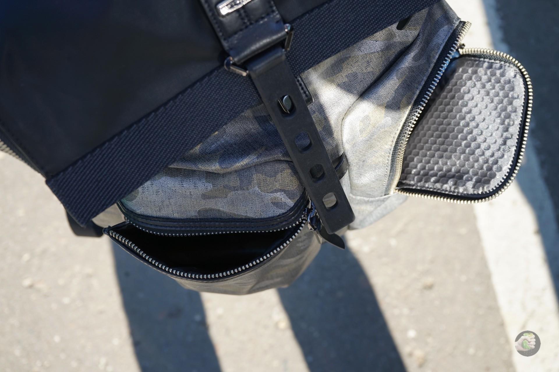 В целом, материалы радуют — конечно, хотелось бы полностью кожаный рюкзак,  но пока не заработал, а если бы и заработал, то жаба не дала купить. 70ccaf43d9b