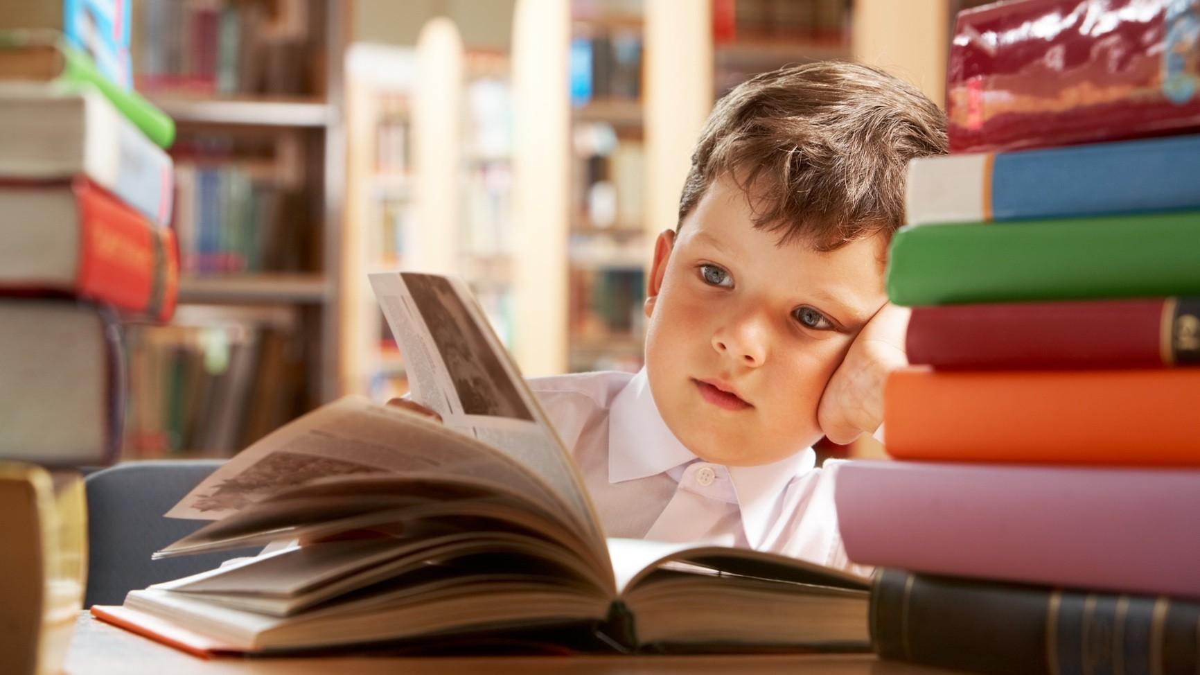 Дети с учебником картинки