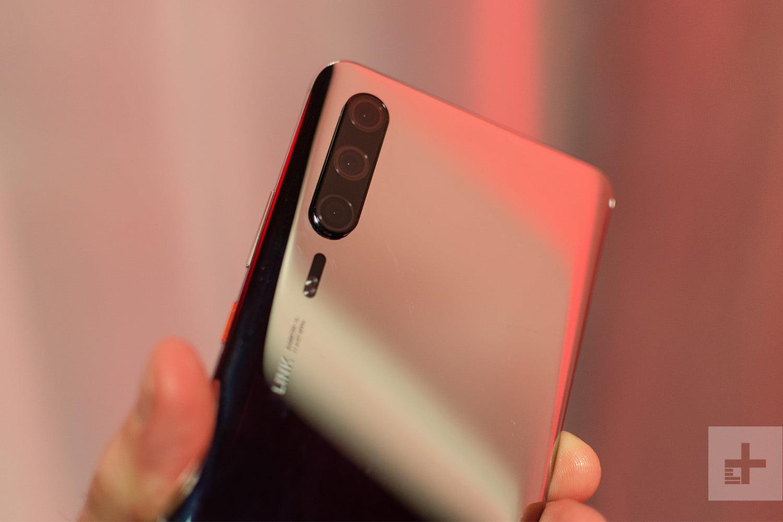 a00869885500d Несмотря на то, что Huawei P30 Pro покажут только 26 марта в Париже,  смартфон всё-таки привезли на MWC 2019 в Барселону. Правда, дали его  подержать только ...