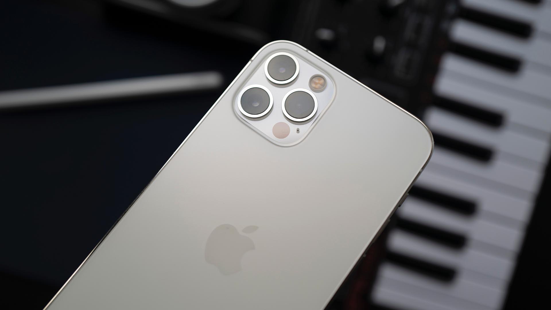 Слух: в iPhone 13 появится перископная камера