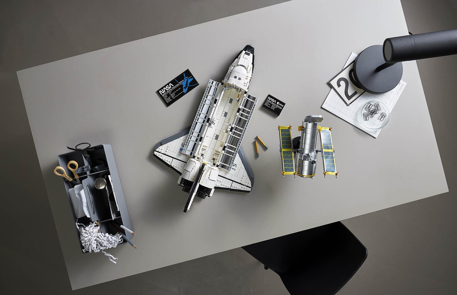 LEGO NASA Space Shuttle Discovery 7