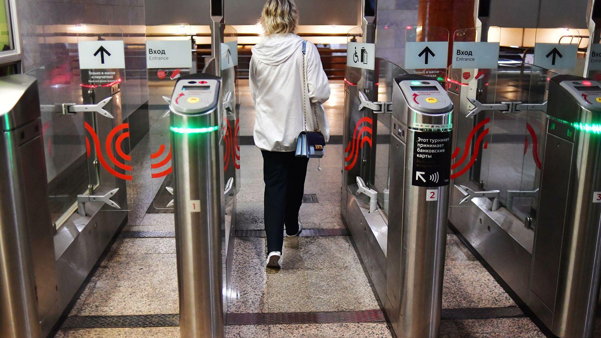 В метро Москвы заработала система оплаты Face Pay